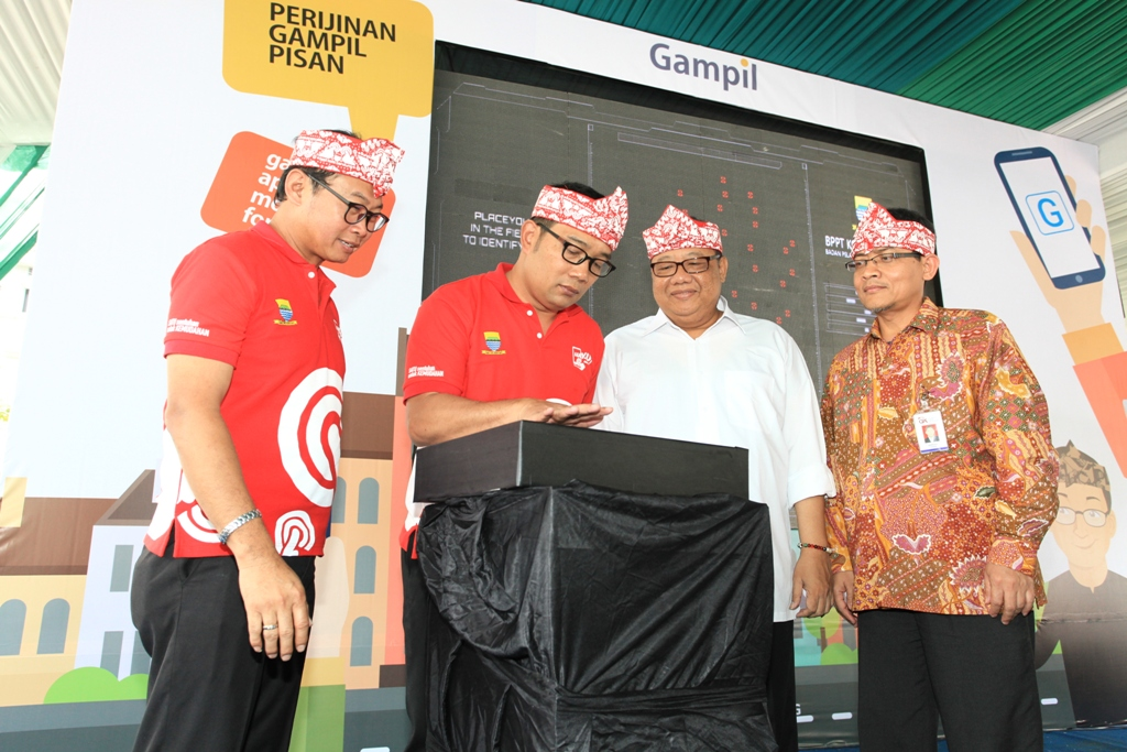 GAMPIL, Aplikasi Android, Izin Usaha, Izin UKM, Ridwan Kamil, Anak Agung Gede Ngurah Prayoga, Kementerian Koperasi dan UKM