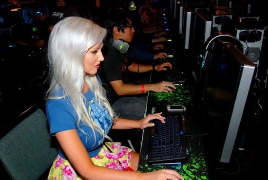 Tara Babcock Daftar Gamer Wanita Cantik Yang Terkenal di Dunia